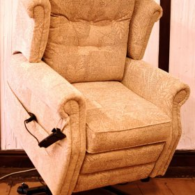 Comfort range Navarda Lift And Rise Chair